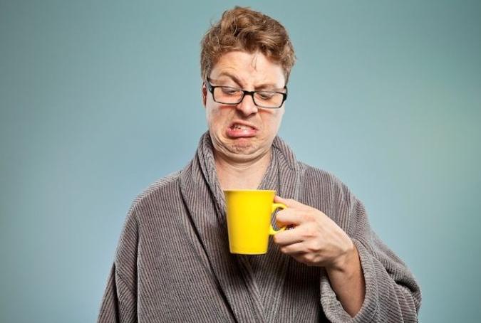 пить просроченный кофе